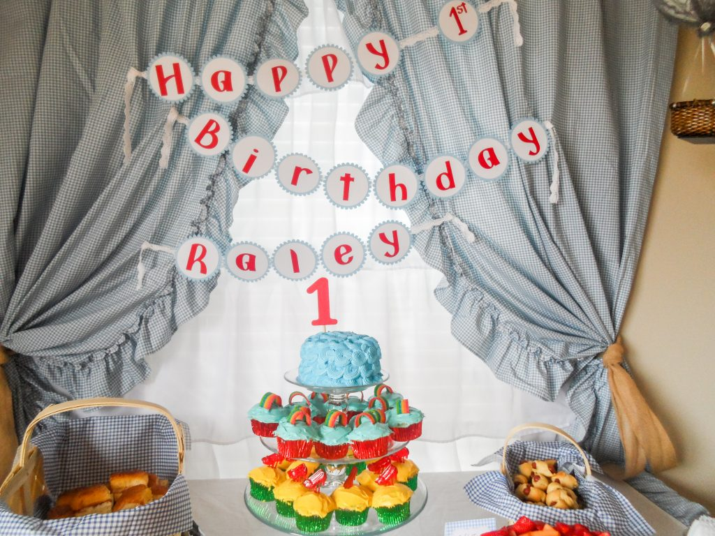 Wizard of Oz first birthday party. Wizard of Oz party decorations. Wizard of Oz party food. Wizard of Oz party decor ideas. Wiizard of Oz food table backdrop. Wizard of Oz birthday outfit.
