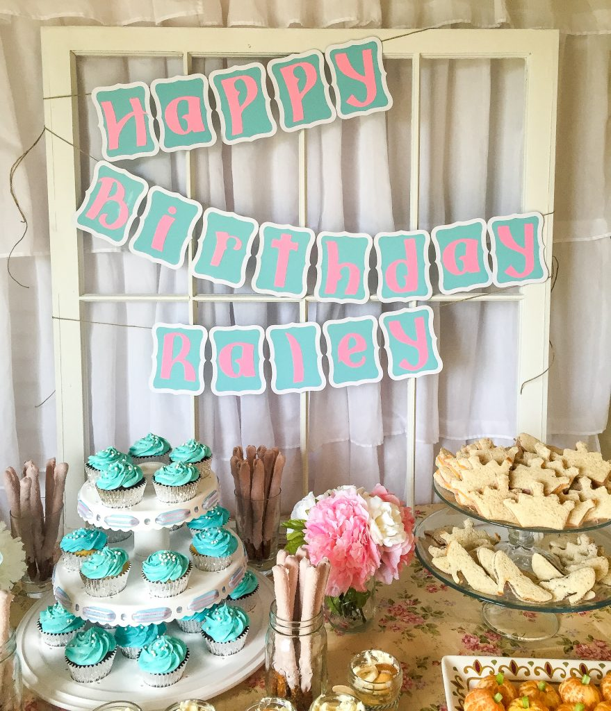 Vintage Cinderella birthday party decoration ideas. Toddler birthday party. Cinderella party food table backdrop. Cinderella party decor ideas. Cinderella birthday party outfit.