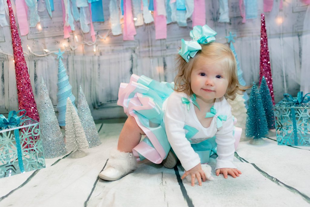 Winter ONEderland 1st birthday photo shoot. Winter ONEderland first birthday photos. Winter ONEderland smash cake photo session. Winter ONEderland birthday outfit