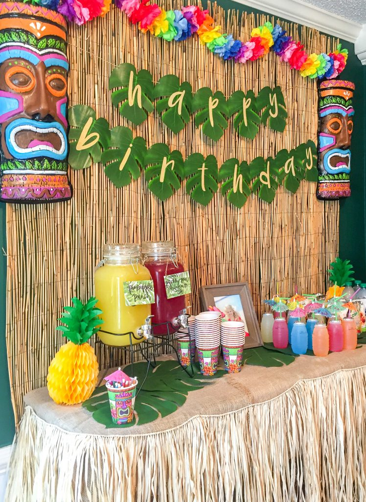 Lilo and Stitch theme birthday party - How to throw a Lilo and Stitch inspired Hawaiian Luau. Food and drink table decoration ideas. Luau birthday party. How to plan a Hawaiian luau party