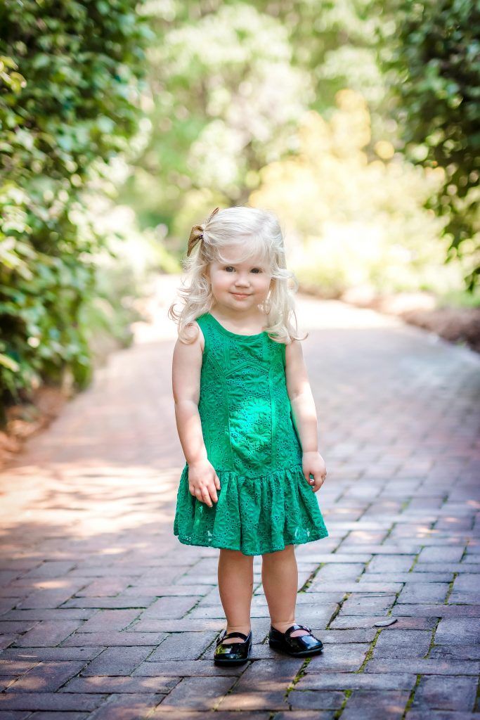 Wizard of Oz inspired family photo shoot. Wizard of Oz childrens photos. Yellow brick road photo shoot