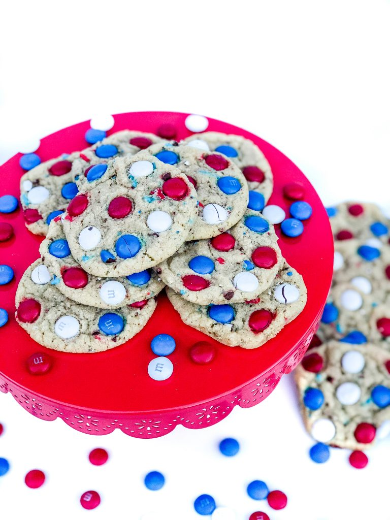 The BEST M&M cookie recipe. Red, white and blue M&M cookies. Modify this cookie recipe for any holiday. Holiday M&M cookie recipe