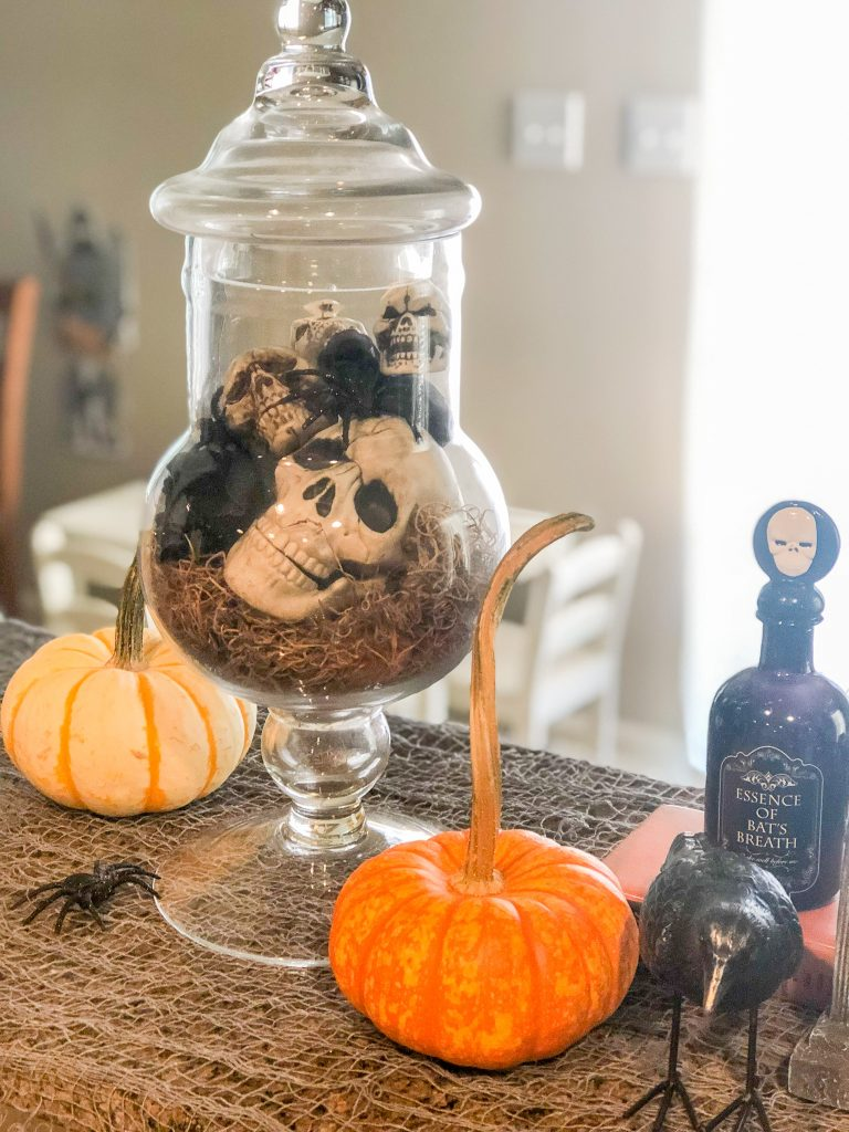 Halloween decorations. Outdoor Halloween decoration ideas. Indoor Halloween decorations. Scary Halloween decorations.