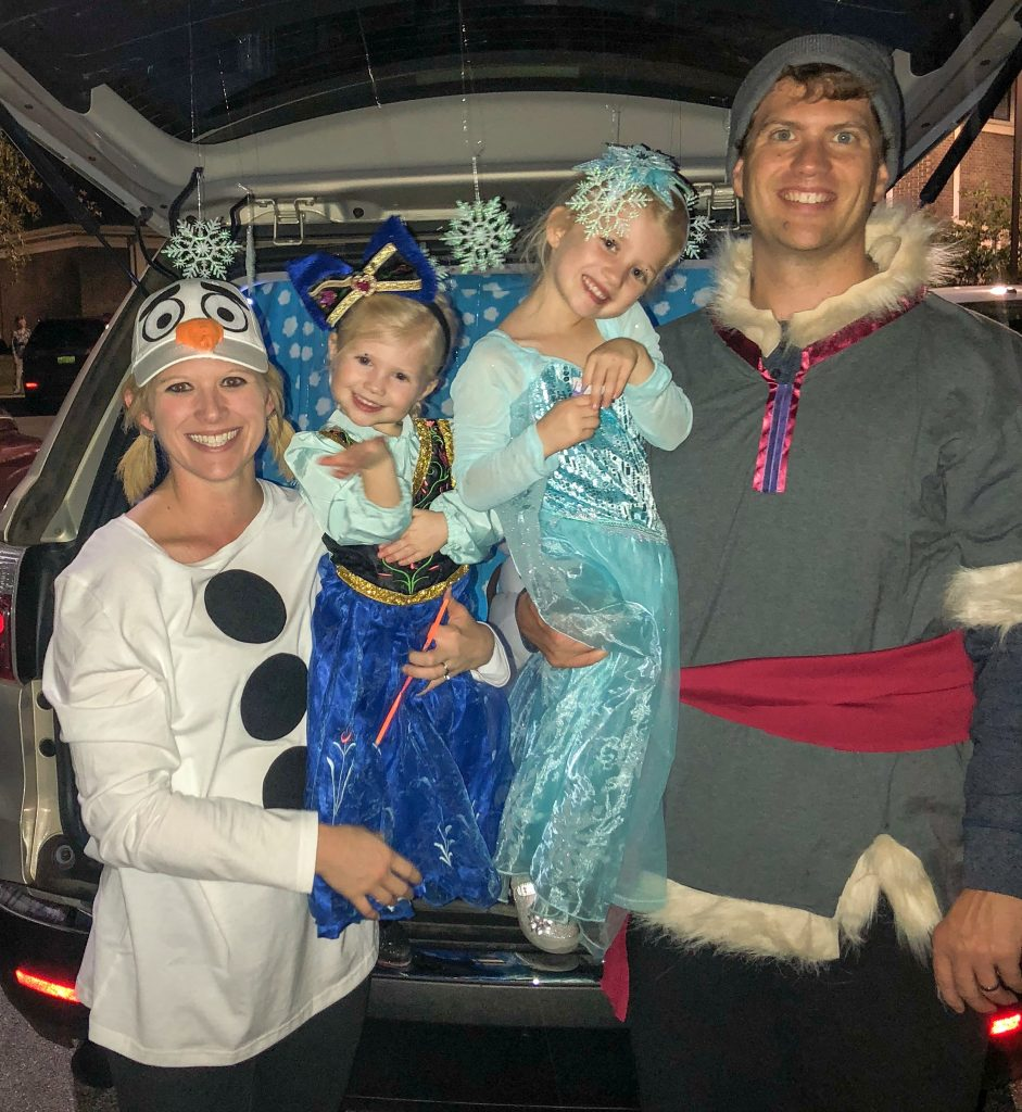 Frozen costumes for the entire family. Family Frozen costume. Frozen costume for kids and adults. Elsa costume. Anna costume. DIY Olaf costume. DIY Kristoff costume. Frozen Trunk or treat