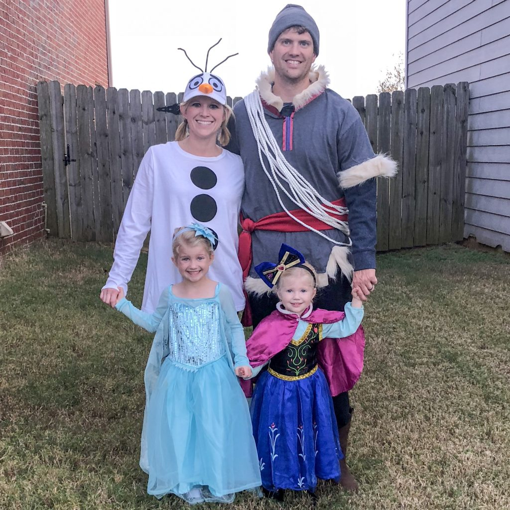 Frozen costumes for the entire family. Family Frozen costume. Frozen costume for kids and adults. Elsa costume. Anna costume. DIY Olaf costume. DIY Kristoff costume.