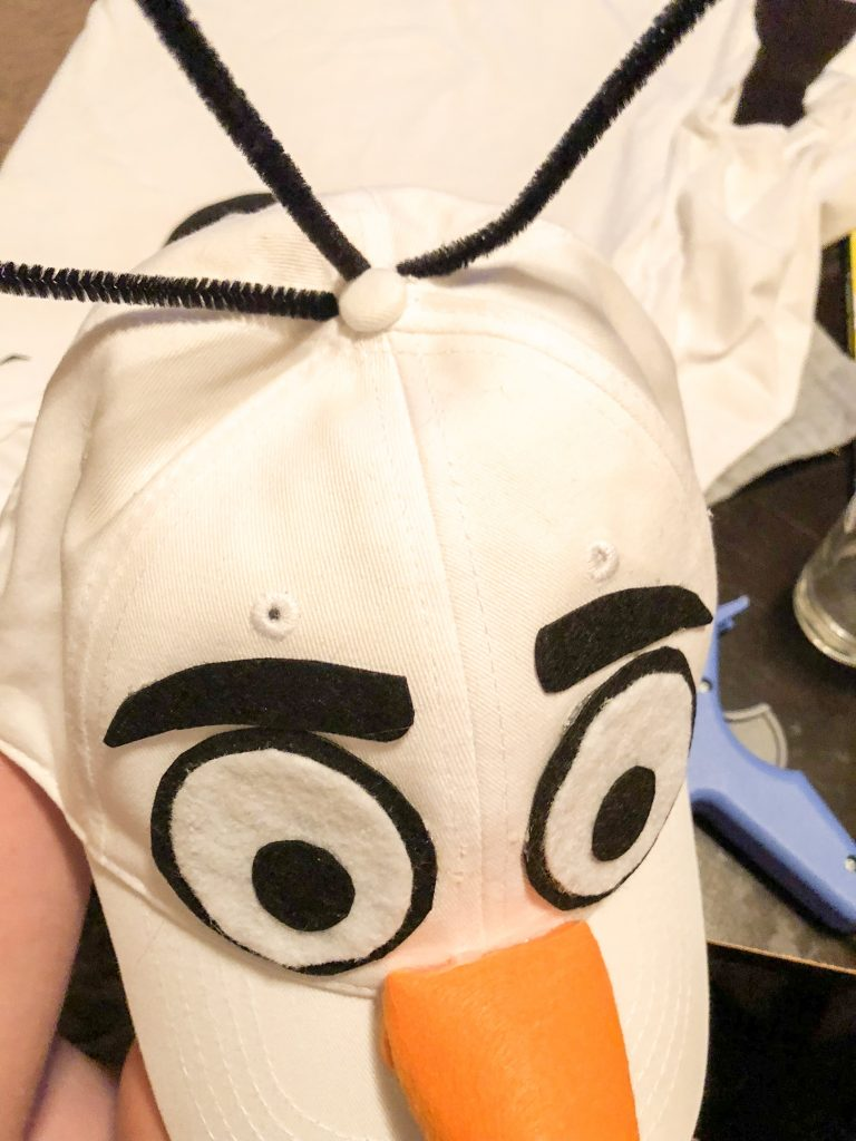 DIY No-sew Olaf costume. Easy to make Olaf costume. Cheap Olaf costume - made for <$12! Olaf costume for adults or kids. DIY Olaf hat
