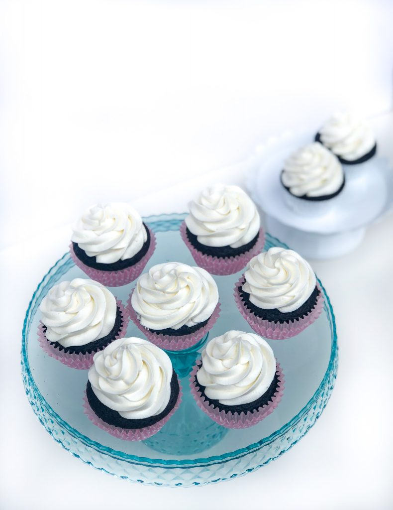The best vanilla buttercream frosting recipe. The perfect creamy vanilla buttercream frosting recipe. Easy to make vanilla buttercream frosting, perfect for cakes or piping cupcakes