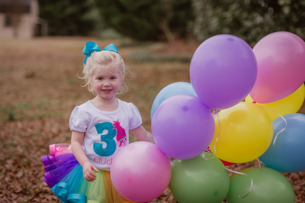 Rainbow Trolls photoshoot. Rainbow kids photoshoot ideas. Trolls photoshoot ideas. Photoshoot with balloons. Rainbow balloon photos for kids. Kids birthday photoshoot ideas