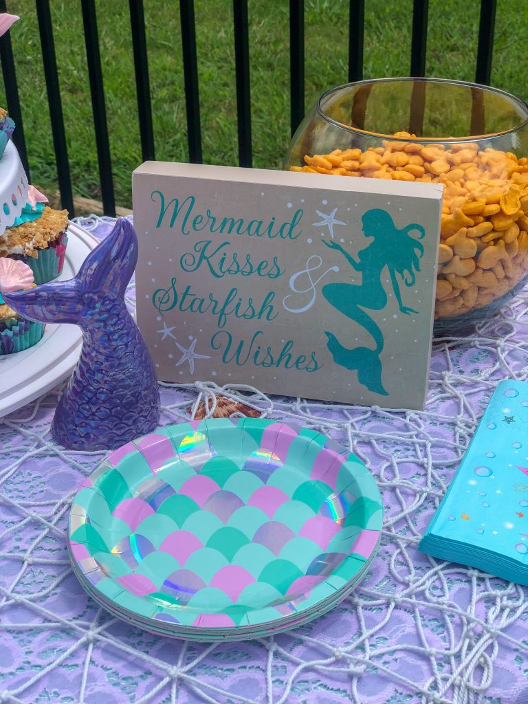 Mermaid birthday party. Mermaid pool party. Mermaid pool party decor. Mermaid birthday party decor ideas. Mermaid birthday party food and drinks