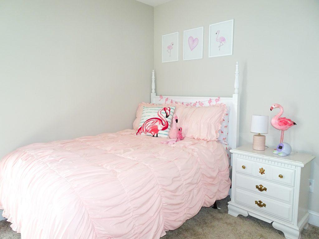 Flamingo girls bedroom. Flamingo bedroom decor. Flamingo big girl bedroom