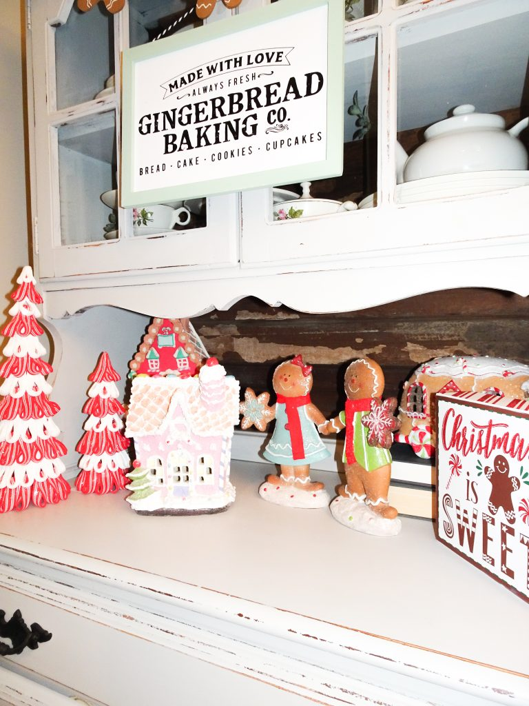 Farmhouse Christmas decor. Buffalo plaid and red Christmas decor. Farmhouse Christmas home tour 2019. Rustic Christmas decor. Gingerbread Christmas decor