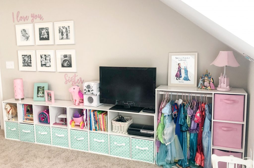 Mint and pink girly playroom. Playroom decor. Girls playroom decor. Playroom layout. Playroom with bunk beds. Girls bunkbeds.