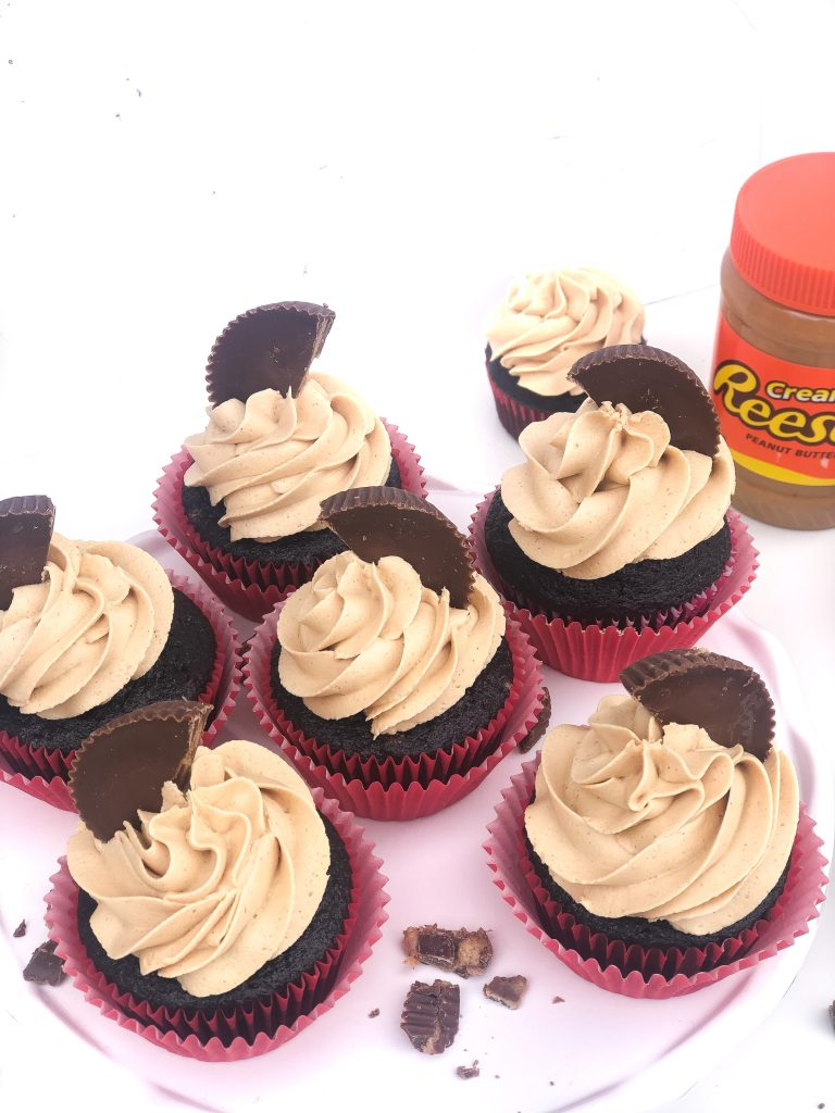 Reese's Peanut Butter Cup cupcakes recipe. Chocolate cupcakes with peanut butter frosting. Chocolate peanut butter cupcakes recipe