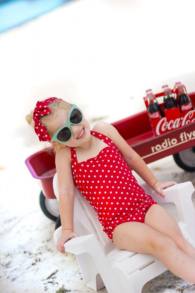 16 Kids and Family Photo Shoot Ideas. Photo session ideas for babies, kids, and families. Unique photo shoot ideas for kids and families. Vintage Coca-Cola photo shoot ideas.