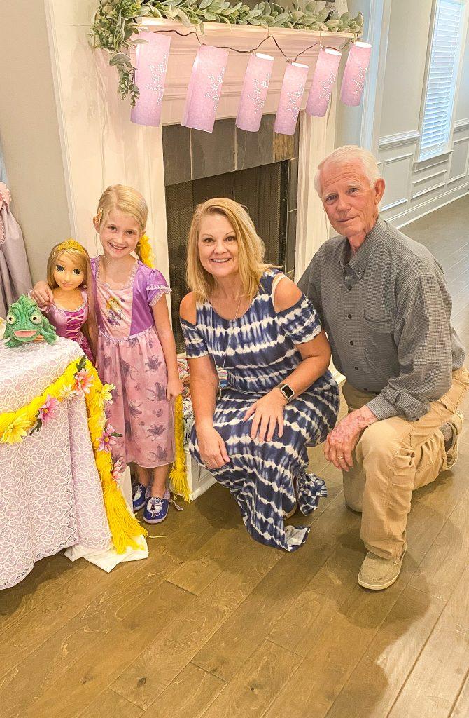 Rapunzel birthday party. Rapunzel sleepover with Southern Sleepovers. Rapunzel food ideas. Rapunzel backdrop. Rapunzel cupcake tower. Tangled theme birthday party. DIY paper lanterns