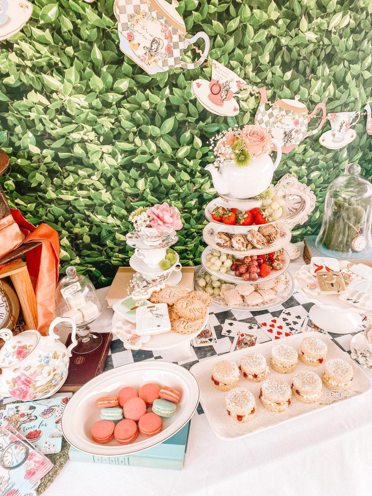 Alice in Wonderland tea party. Alice in Wonderland first birthday party. Alice in Wonderland birthday party. Alice in Onederland birthday party. Alice in Wonderland party decor. Alice in Wonderland tea party decor. Alice in Wonderland table backdrop.